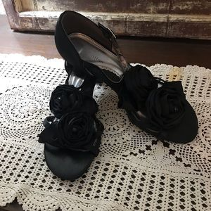 Fade-away Brand Black With Two Material Flowers